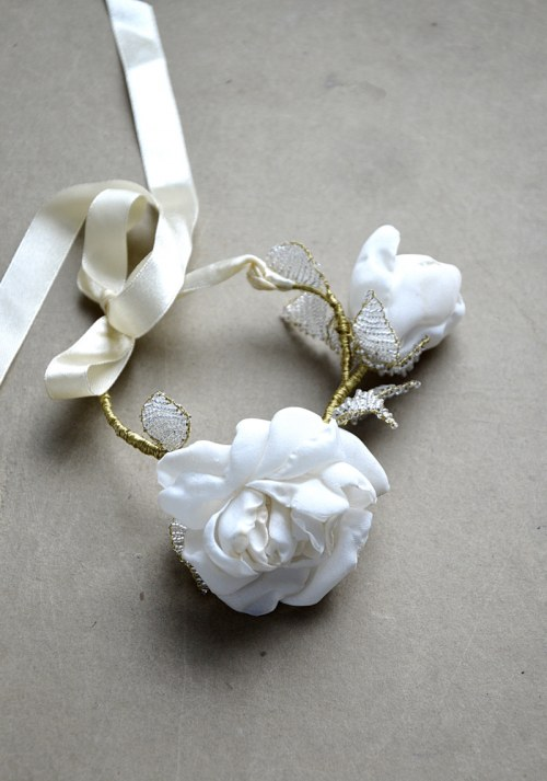 Bracelet with roses no. 379
