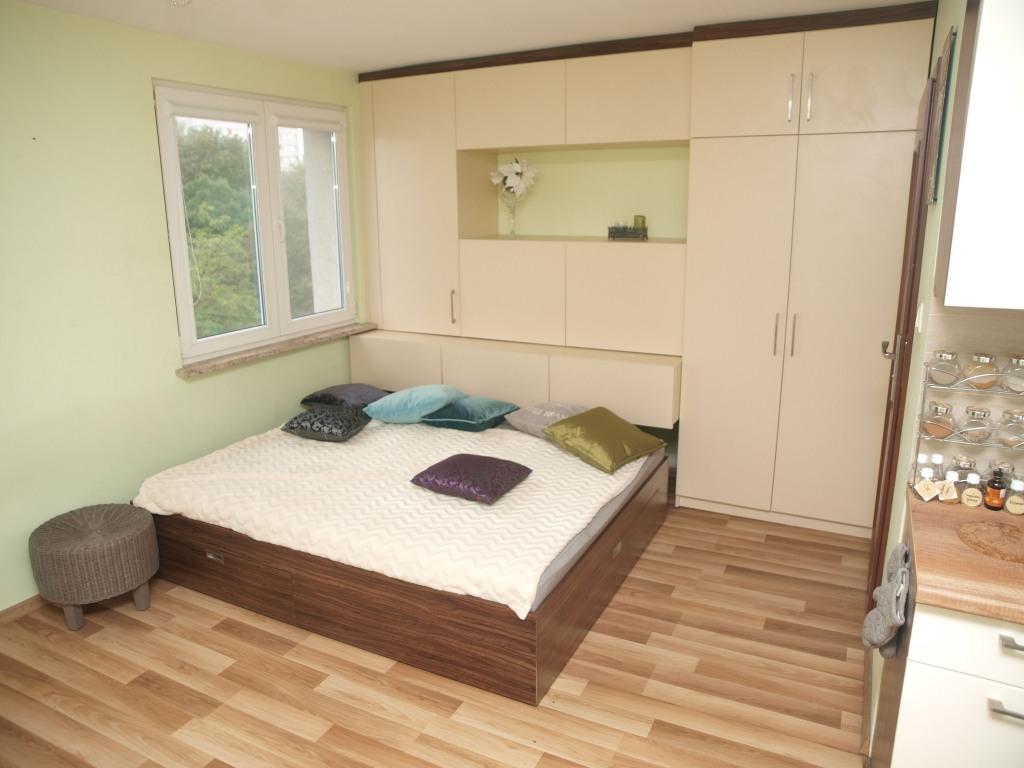 Meble do pokoju w mieszkaniu typu studio we Wrocławiu